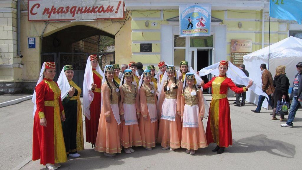 Участники вокально-хореографического ансамбля «Гульдестен»  Дома культуры с.Дмитровка